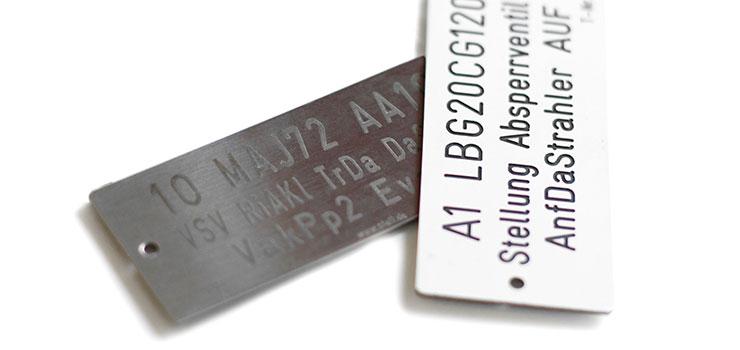 Targhe pantografate ed etichette incise